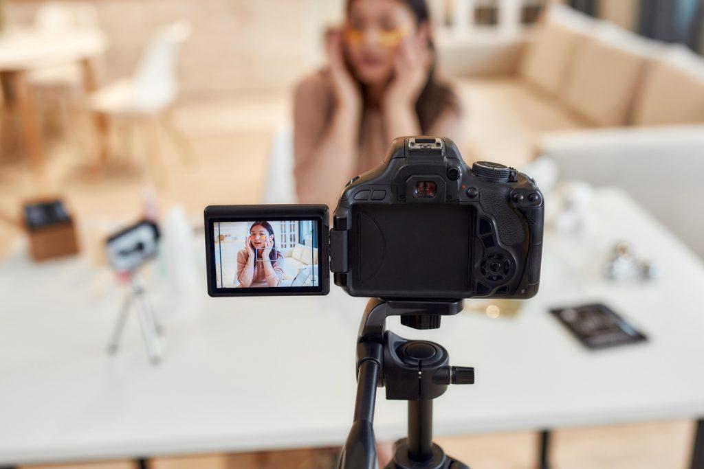 youtuber-independant-a-domicile-metiers-a-exercer-en-teletravail