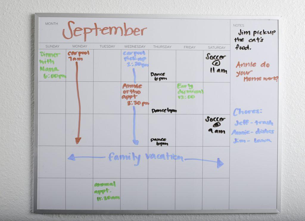 tableau-blanc-effacable-calendrier-accessoires-en-freelance