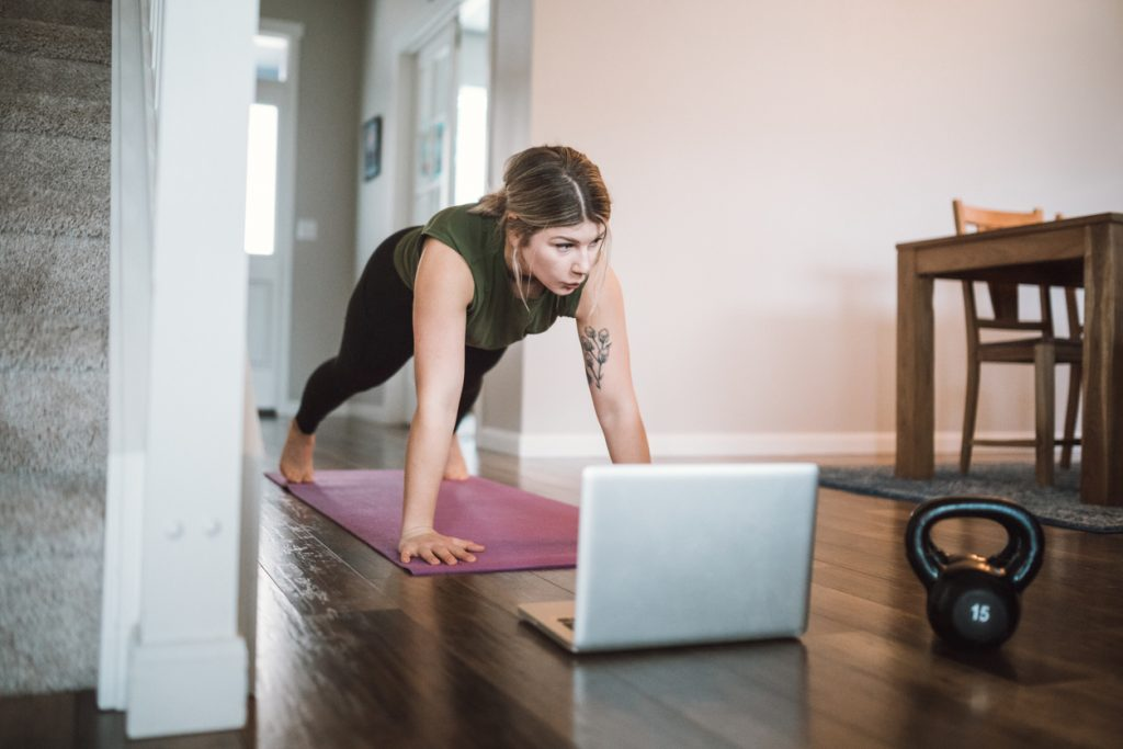 yoga-a-la-maison-apres-le-teletravail
