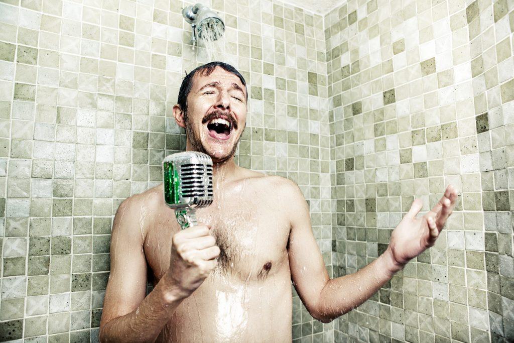 chanteur-sous-la-douche