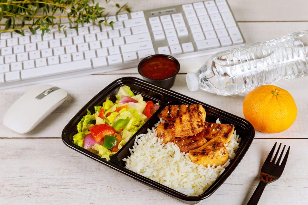 maintenir-le-lien-social-en-teletravail-dejeuner-avec-collegues