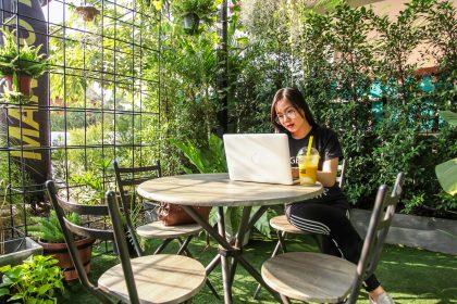 workation-melange-travail-vacances