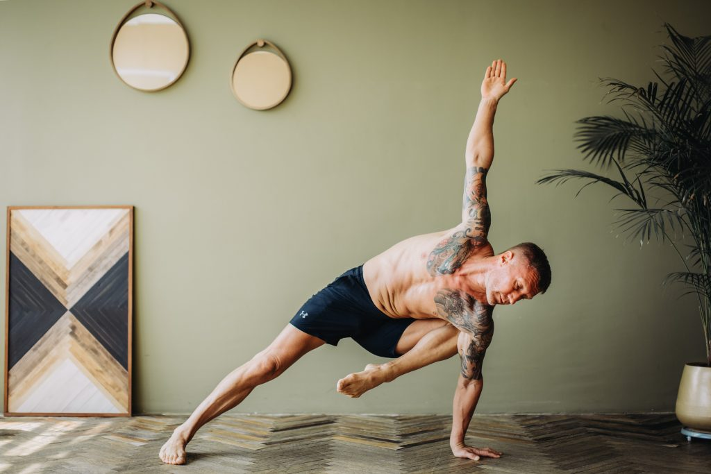 yoga-a-la-maison-pour-lacher-prise-en-teletravail