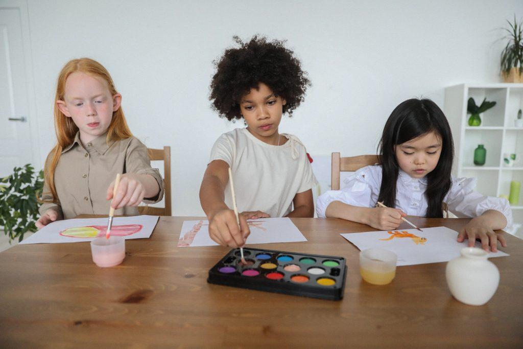 enfants-travaillent-a-la-maison